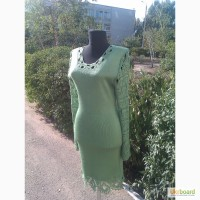 Вязаное авторское платье, с красивой отделкой крючком, с ввязаннным бисером, в наличии